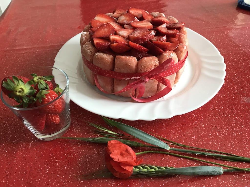 Charlotte aux fraises maison